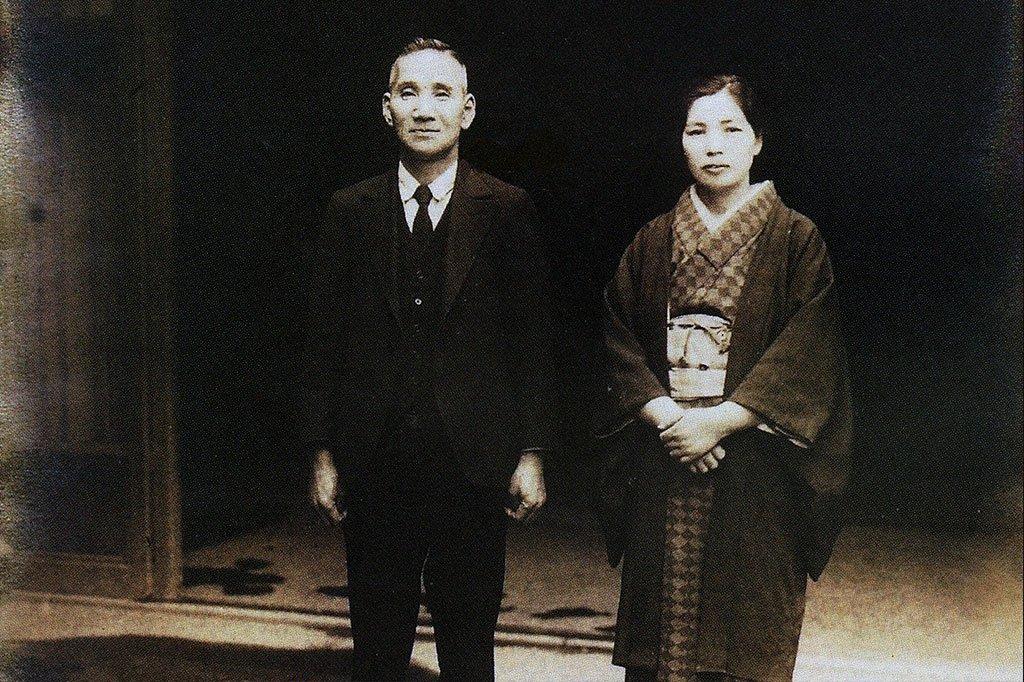 三代繁蔵とその妻ハル